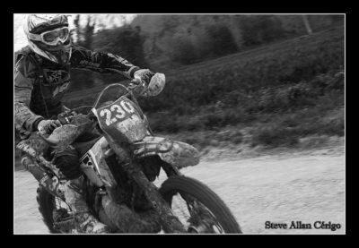 Soizic-Steve Allan Cerigo – Scoophoto -Photographe Artistique- Photographe de mariages- portraits-reportages-studio. France- Charente Maritime- Royan-Saintes-La Rochelle- Cognac-Grandjean-Saint Jean d'Angely- 17- Poitou Charentes-course moto